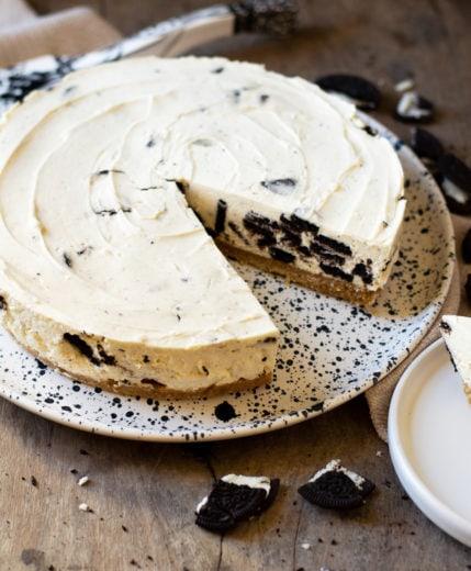 photo of a no-bake oreo cheesecake
