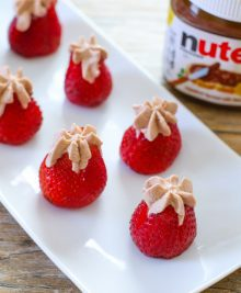 Nutella-cream-stuffed-strawberries-17
