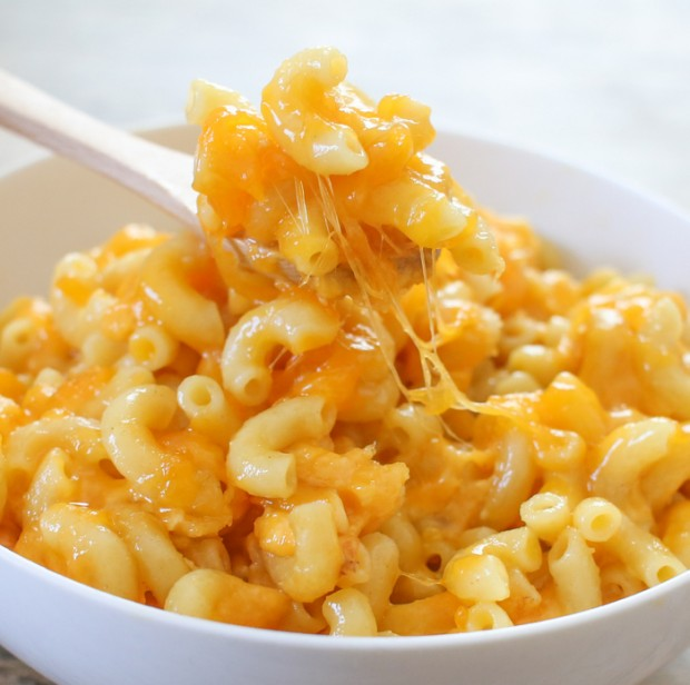 the steps involved in making cheese and macaroni dish To make this tasty macaroni and cheese dish on the stove, you'll need dry elbow macaroni, salt, vegetable oil, butter, flour, milk, and shredded cheddar cheese 2 bring 4-6 quarts of water to a boil in a large pot.