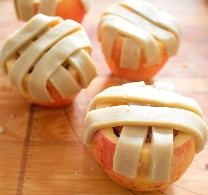 photo showing how to place the dough strips over the apples