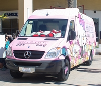 hello-kitty-cafe-truck-003