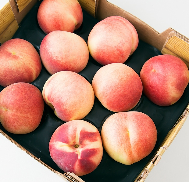 overhead photo of White Peaches