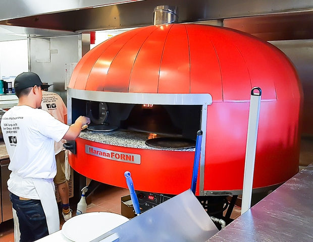 photo of the pizza oven at Ambrogio15