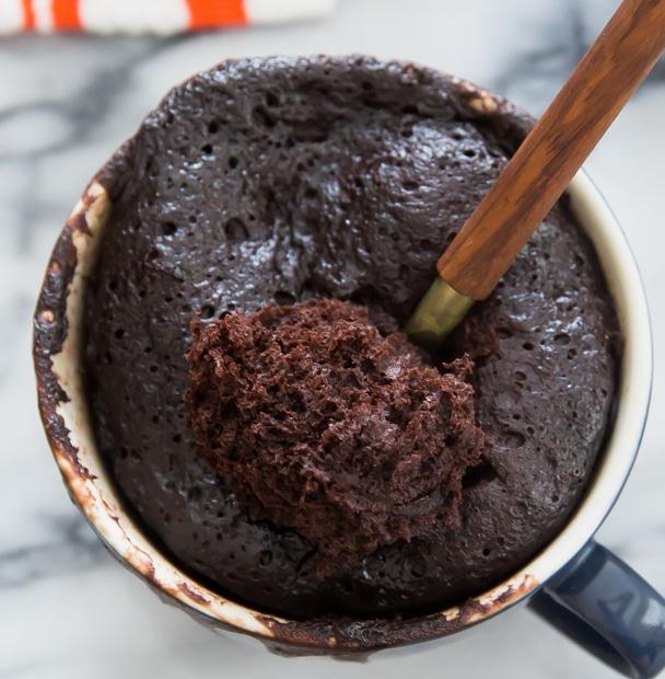 flourless-nutella-banana-mug-cake-6