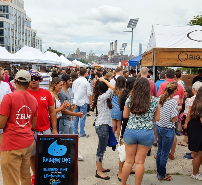 photo of the crowds at Smorgasburg