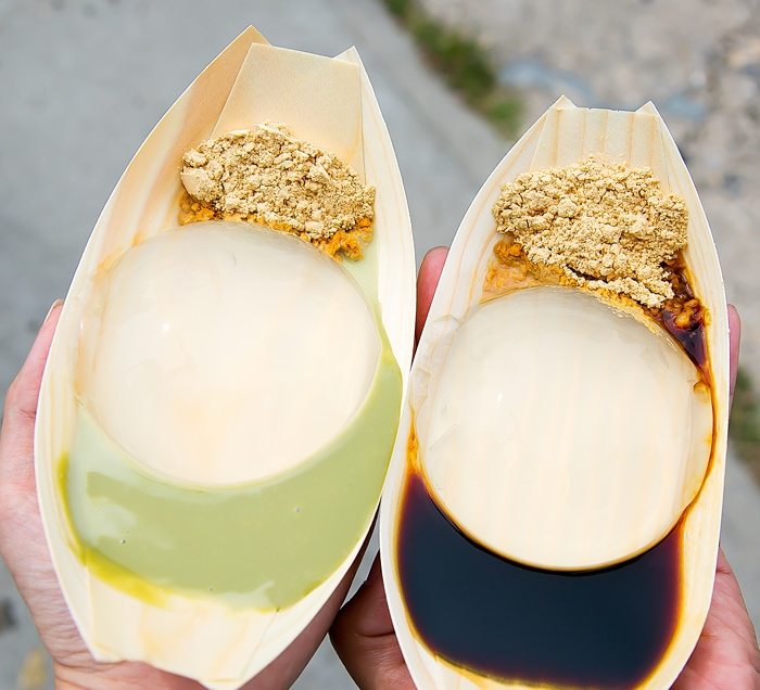 photo of raindrop cakes served at Smorgasburg