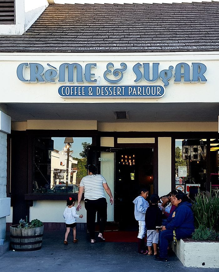 photo of the outside of Creme and Sugar
