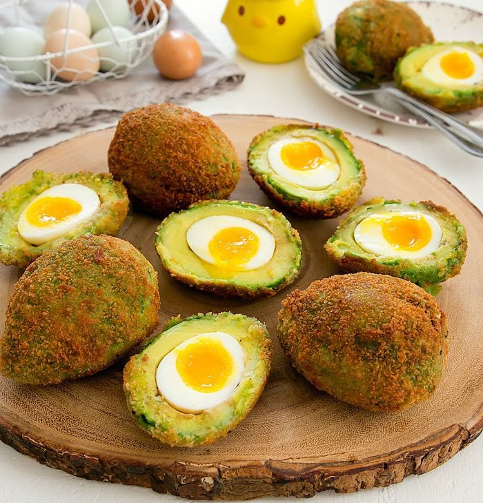 crispy-eggs-in-avocados-34a
