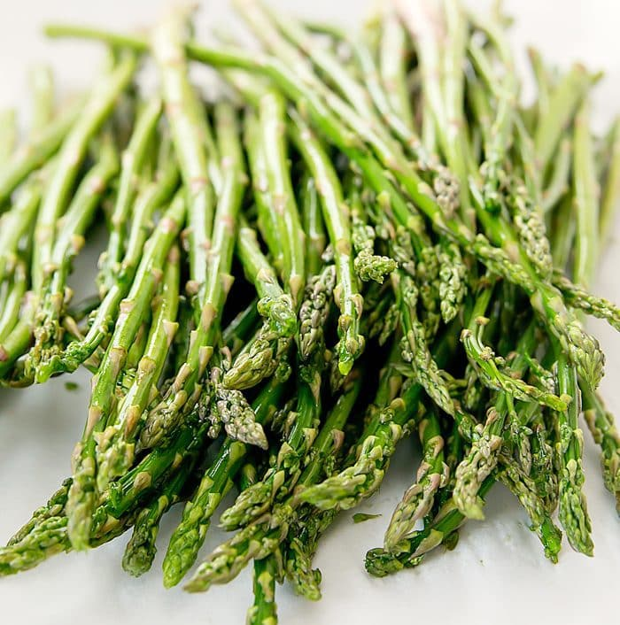 close-up photo of raw asparagus spears