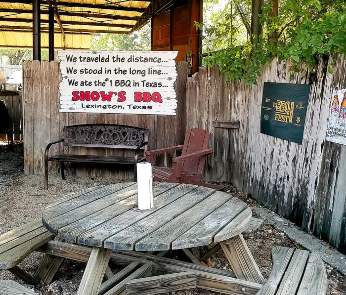 photo of a seating area at Snow's BBQ