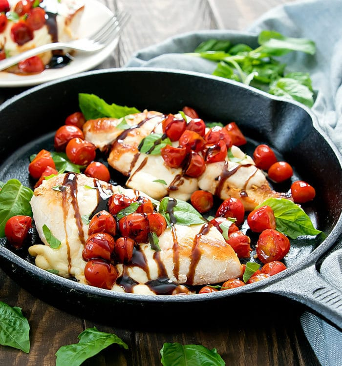 photo of chicken caprese in a skillet